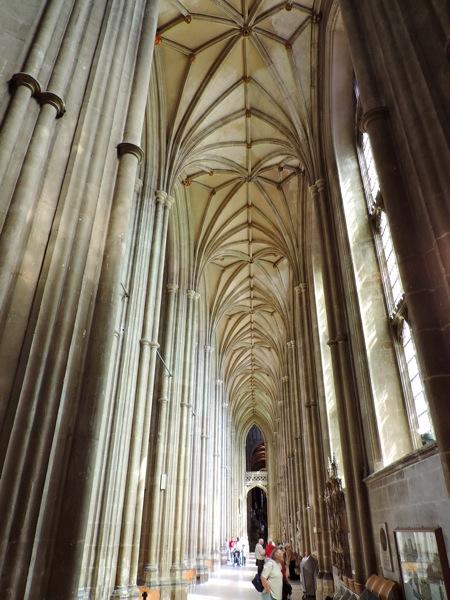 Canterbury, la Cattedrale una foresta di colonne