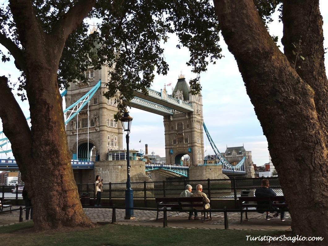 24) Inghilterra 2014 - Brick Lane Market, la Torre di #Londra, ed il Tower Bridge con cui ho un conto in sospeso...