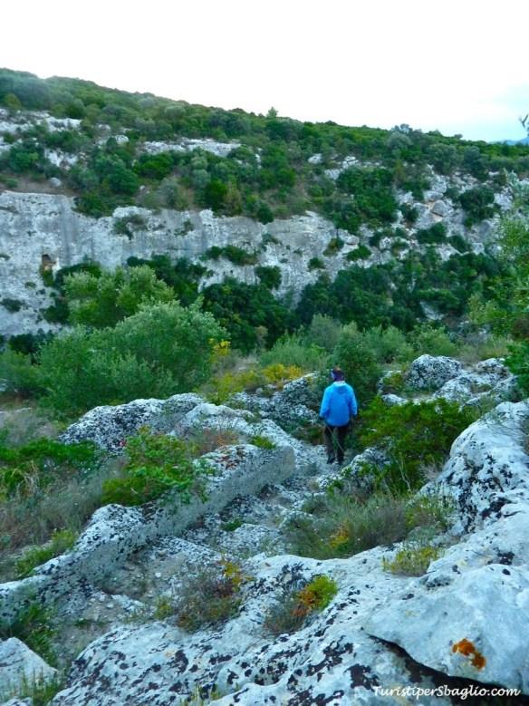 Una scaletta tra le rocce