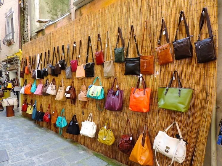 Visita il centro storico di Maratea in Basilicata, borse in pelle