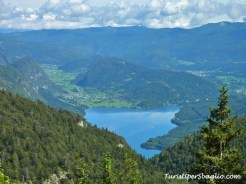 Hiking on Lake Bohinj Slovenia - 34_new