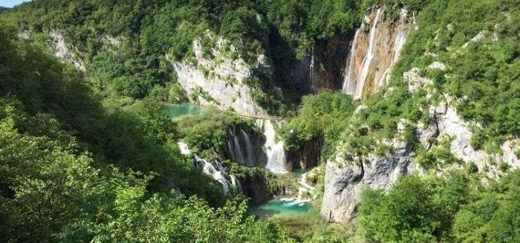Parco Nazionale Laghi di Plitvice in Croazia, tra specchi d'acqua, cascate e passerelle sospese…