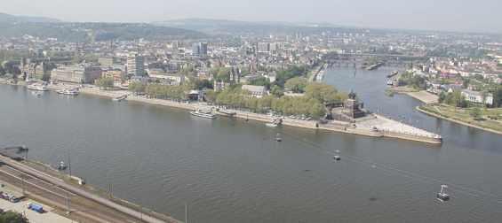 Ce oraș se află în plin  Unde curge râul Rin, afluenții