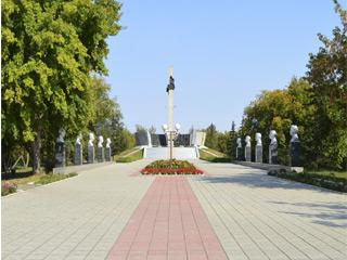 Площадь Победы. Вход на мемориал