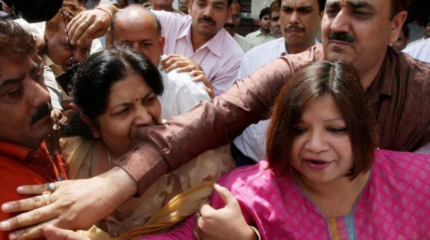 Hintli diplomata 'Pakistan için casusluk' yaptığı suçlamasıyla 3 yıl hapis cezası