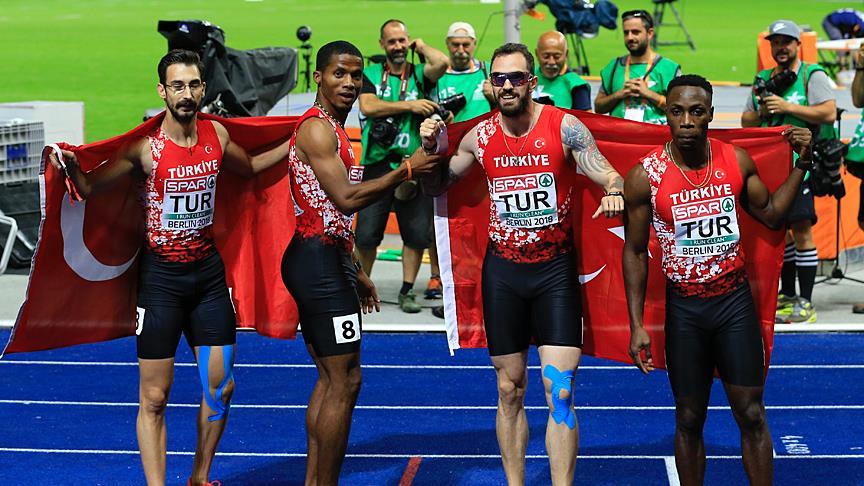Erkekler 4×100 metre bayrak yarışında gümüş madalya