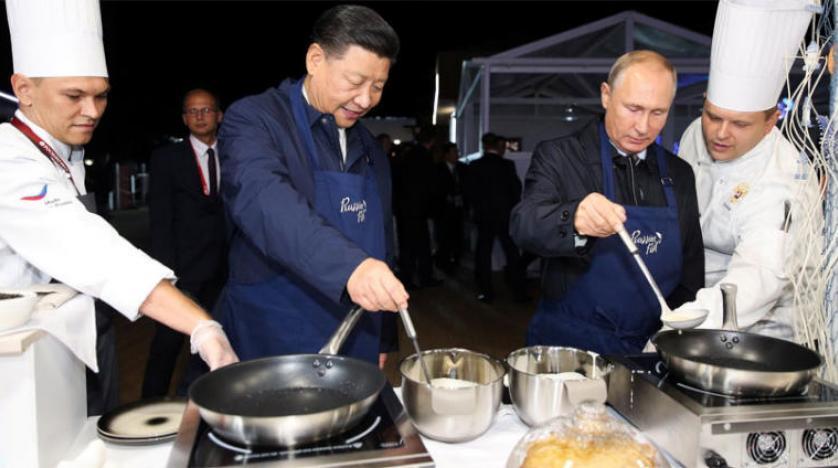 Putin ve Şi Cinping birlikte krep hazırladı