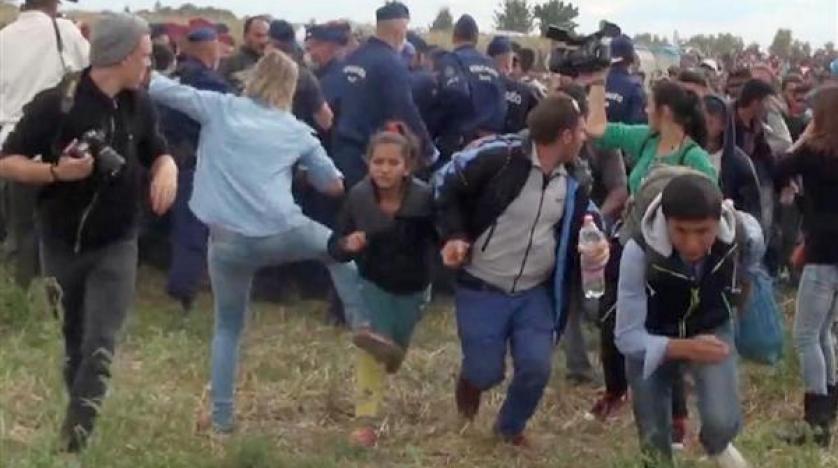 Sığınmacılara tekme atan Macar gazeteciye beraat kararı