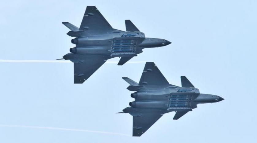 Çin, J-20 hayalet uçaklarıyla boy gösterdi