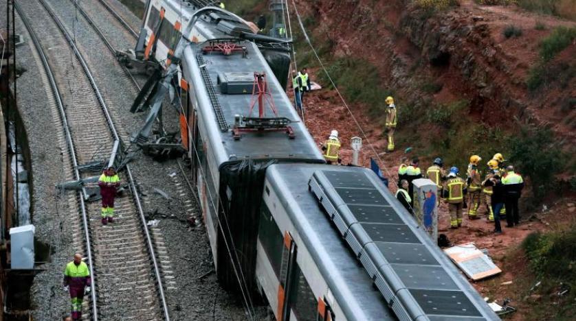 İspanya'da tren raydan çıktı: 1 ölü