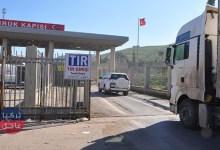 20 شاحنة محملة بالمساعدات تدخل إدلب قادمة من تركيا