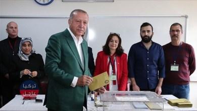 الرئيس التركي رجب طيب أردوغان يدلي بصوته في انتخابات الإعادة في إسطنبول