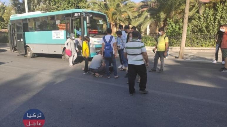 حافلة نقل داخلي في أورفا تدهـ.ـس شاب سوري وترسله إلى المستشفى