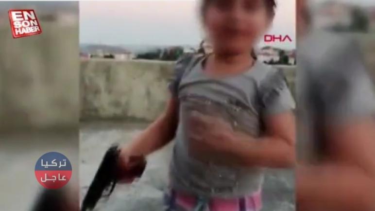 فيديو لطفلة صغيرة يغضب الأتراك في تركيا ومطالبة بحبس صاحب الفيديو (شاهد)