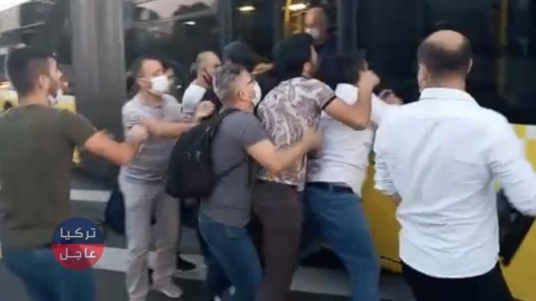 شجار بين أتراك وأجانب في اسطنبول شمال غرب تركيا ( فيديو)