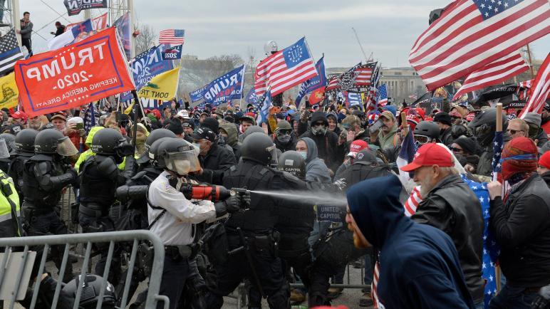 مايحدث في أمريكا هو انقلاب ضد بايدن