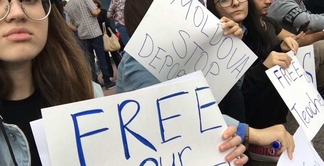 Students in Moldova call on their government to stop deportation of Turkish teachers