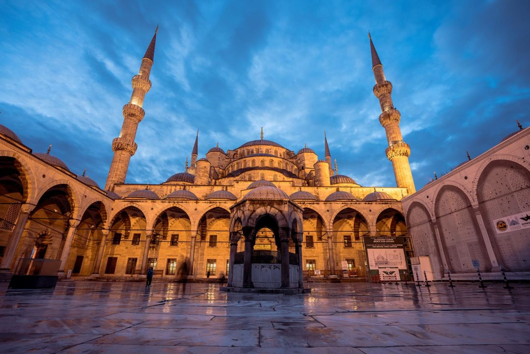 blue-mosque-is-historical-mosque-istanbul-turkey
