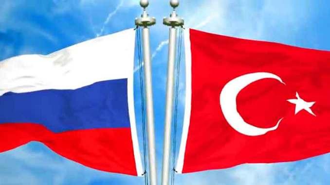 Turkin ja Venäjän liput.