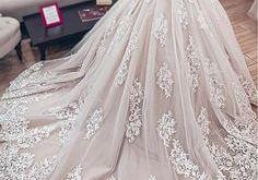 مصنع فساتين زفاف .. أفضل الموديلات من 8 جهات