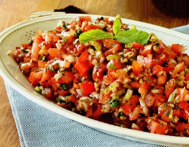 Turkish Nutty Tomato Salad - Gavurdagi Salatasi