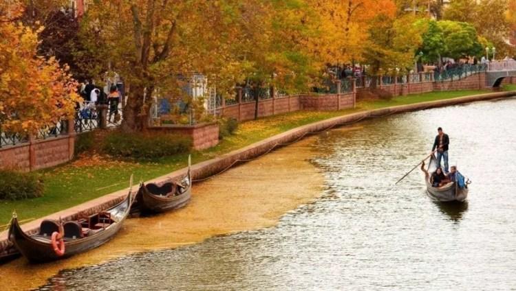 اسكي شهير في الخريف