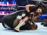 Sasha Banks y Bayley defienden los campeonatos por pareja femeninos