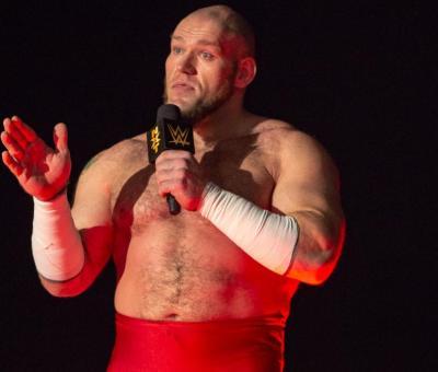 WWE multa a Lars Sullivan por sus comentarios racistas
