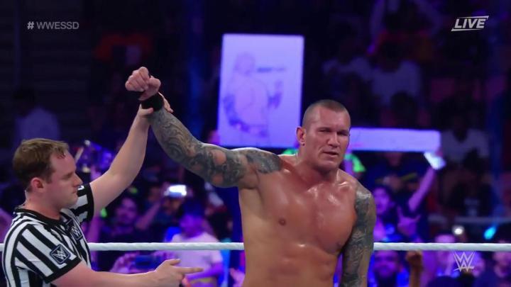 Randy Orton vence a Triple H en WWE Super Show-Down