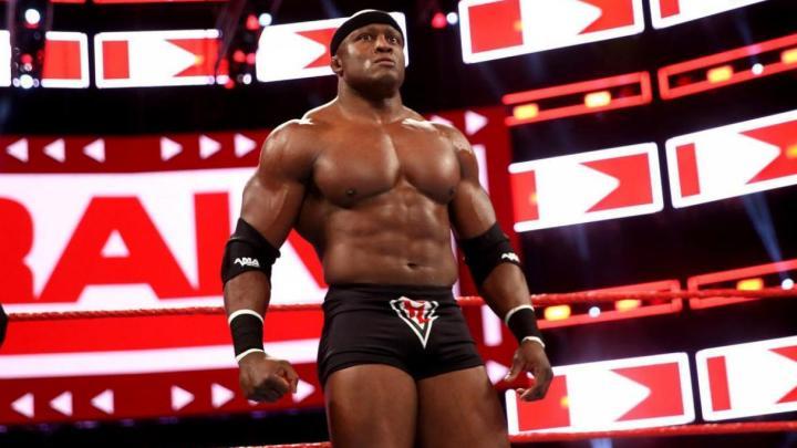 Bobby Lashley reta a Bray Wyatt