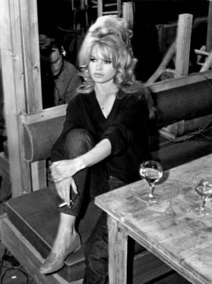 dress like brigitte bardot black and white