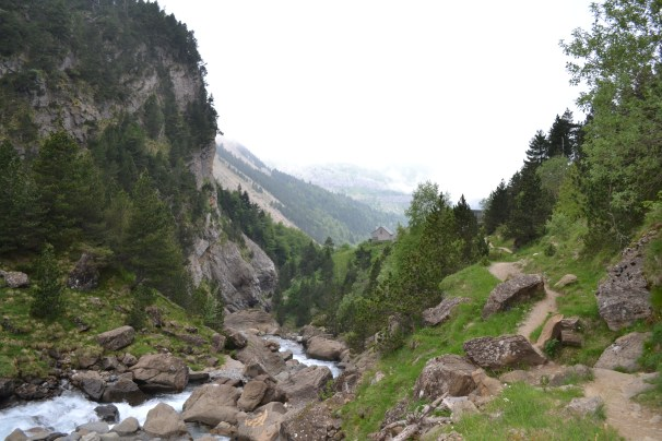 Heading up to Lac du Gaube