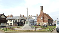Aldeburgh (Moot Hall on the right)