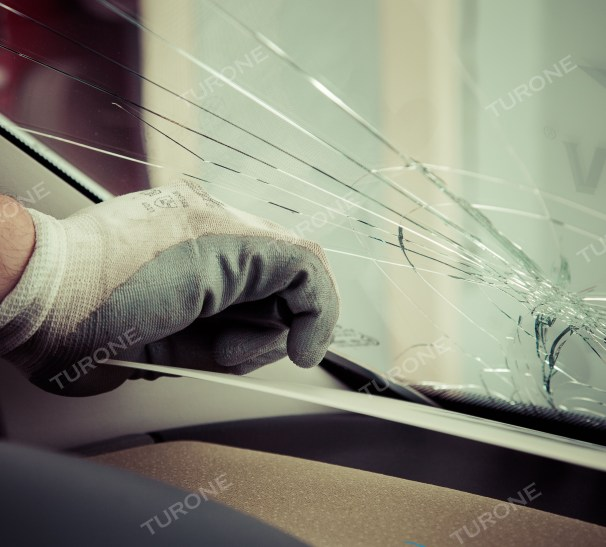SOSTITUZIONE PARABREZZA AGRIGENTO Un colpo accidentale di un sasso durante la guida, sbalzi termici o difetti di fabbrica, molti sono i fattori del tutto imprevedibili che possono causare la rottura del parabrezza. La sostituzione del parabrezza, rispetto alla riparazione, è senz'altro più costosa. Ma prima di valutare i costi, controlla la tua polizza assicurativa: se avrai la polizza Cristalli, l'assicurazione coprirà parte del costo o, a seconda delle condizioni contrattuali, anche l'intero costo. Per la sostituzione del parabrezza Agrigento non si devono sottovalutare due fattori: - Un parabrezza di qualità: montiamo solo cristalli originali e certificati - Potrai contare su un lavoro eseguito a regola d'arte e da professionisti del settore Questi due fattori sono determinanti in quanto evitano, una volta sostituito il parabrezza, che il guidatore possa avvertire disturbi alla guida e/o alla vista a causa di un vetro difettoso o non originale. Non meno importante, un lavoro effettuato da esperti garantisce il buone sito dello stesso. Inoltre, essendo dotati di un'attrezzatissima officina mobile potrai ricevere l'intervento di sostituzione del parabrezza a domicilio nella Provincia di Agrigento, quindi comodamente a casa tua e senza alcun costo aggiuntivo. Per qualsiasi informazione o curiosità contattaci e visita il nostro sito: http://www.turone.it/servizi/carglass/sostituzione-parabrezza/