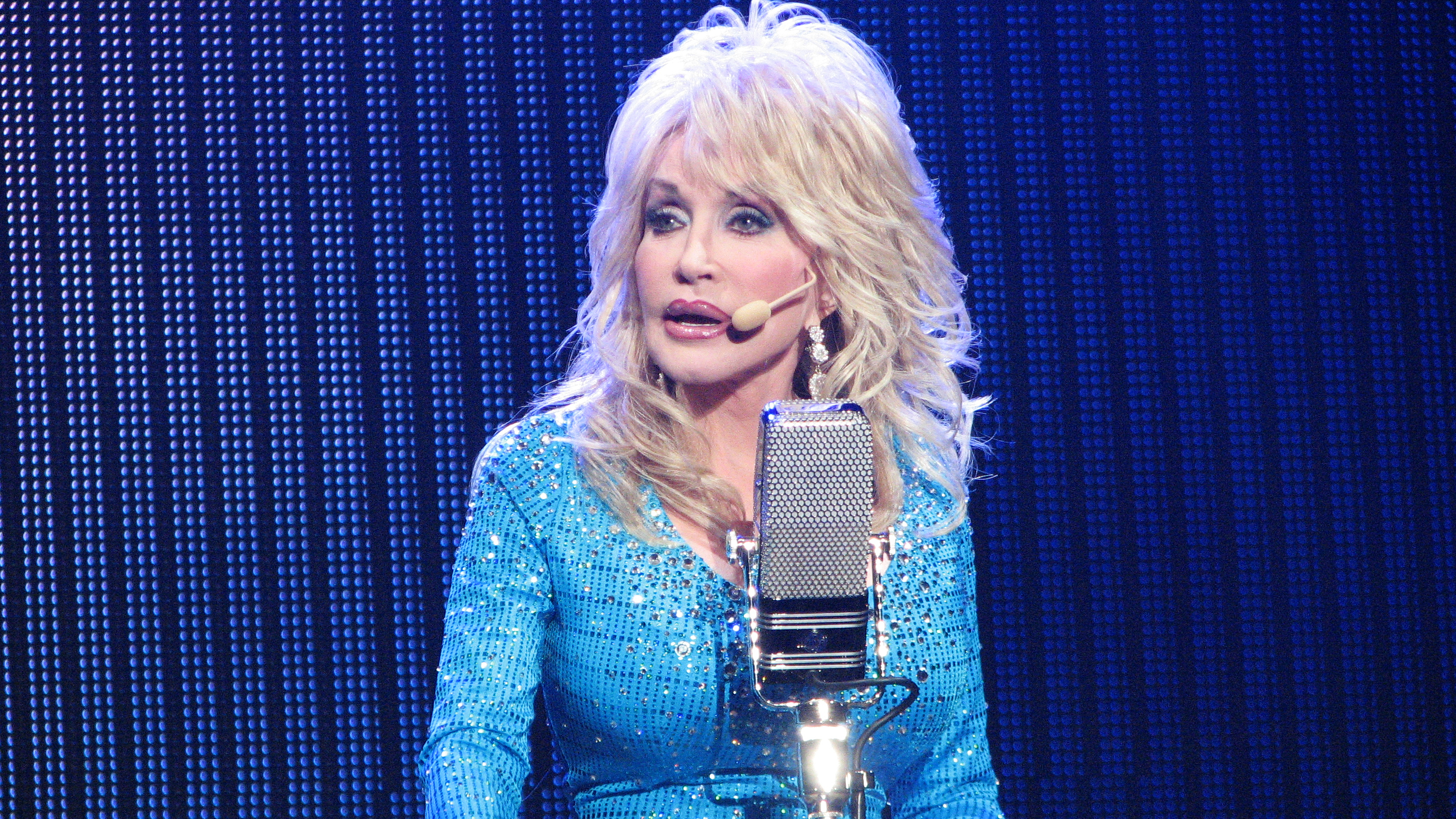 25 Inspirational And Funny Dolly Parton Quotes