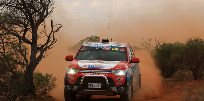 Mitsubishi Outlander PHEV w rajdzie Australasian Safari 2014