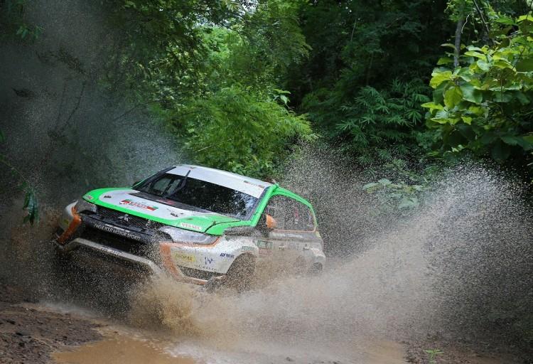 Outlander PHEV ukończył rajd Asia Cross Country Rally