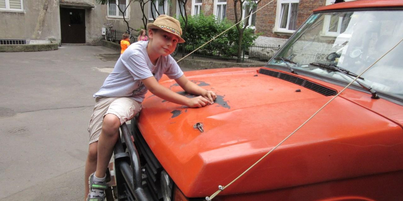 Zaczęły się wakacje! Ośmioletni Leon Dzieniszewski zaczął dziś swoją kolejną wielką off-roadową przygodę! Tuż przed  startem wyprawy, udzielił wywiadu naszemu portalowi