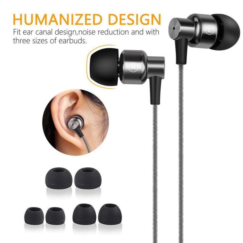 auriculares en una oreja