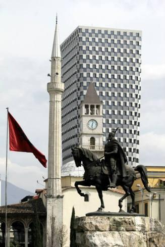 Albanien i ett nötskal, nytt och gammalt