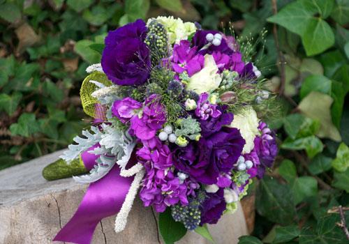 fotos-de-ramos-de-novia-color-morado2