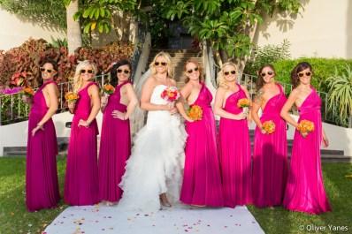 novia y damas de honor con gafas de sol