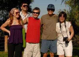 Un grupo de periodistas con Chico Buarque