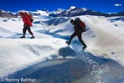 Trekking en el inmenso glaciar Neff