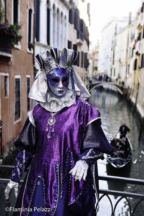 Los canales de Venecia se llenan de color durante los diez días que dura el Carnaval