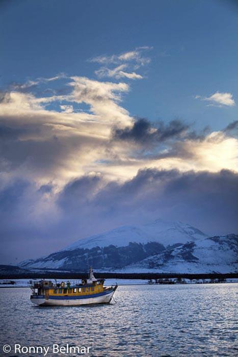 Desde Puerto Natales es posible navegar para visitar un par de glaciares, así también es la puerta de entrada al Parque Nacional Torres del Paine