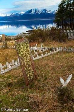 El cementerio Yagan se ubica en Bahía Mejillones distante a casi una hora en vehículo desde Puerto Williams