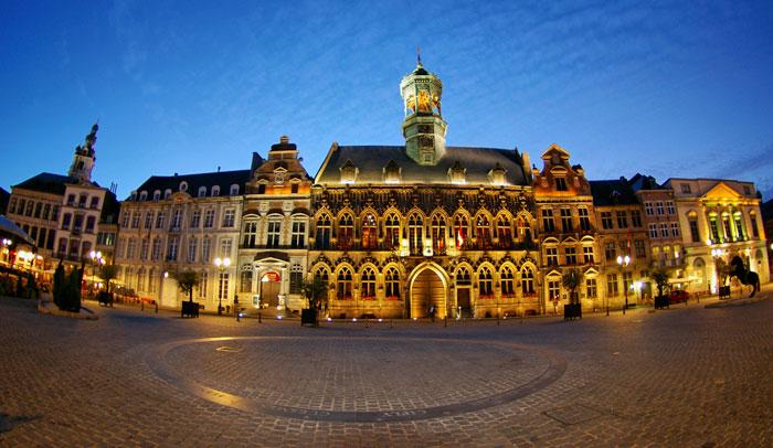 Grand Place de Mons con el Ayuntamiento. © WBT/Alessandra Petrosino