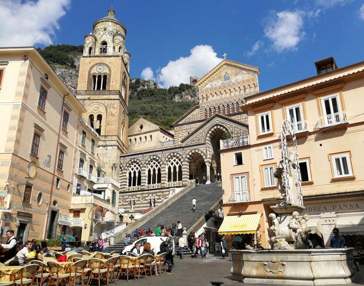 Escaleras y catedral de Amalfi