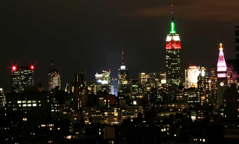 Vista nocturna de midtown en Nueva York